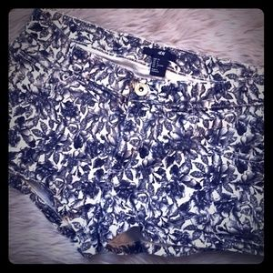 Never worn H&M floral shorts